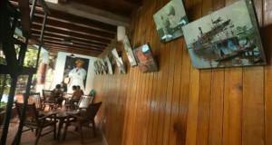 """El espíritu de """"Fiztcarraldo"""" revive en la selva amazónica de Iquitos Imagen de uno de los corredores adornados con fotografías de la filmación de la película de Wrner Herzog """"Fitzcarraldo"""" en un pequeño hotel de la ciudad de Iquitos (Perú) donde se alojaron los actores y parte del equipo de producción de la mítica cinta """"Fitzcarraldo"""" dirigida por Werner Herzog, en la que Klaus Kinski es un empresario que quiere construir un teatro de ópera en la selva amazónica de Perú, y que contó con la participación en el rodaje de Mick Jagger."""