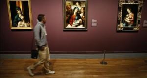 """el Bosco a Rafael a golpe de ratón Vista de los cuadros """"La Piedad"""" (i), """"La Sagrada Familia"""" (c) y """"La Virgen de la leche"""", del pintor Luis de Morales, """"El Divino"""", del pintor extremeño renacentista en el Museo del Prado."""