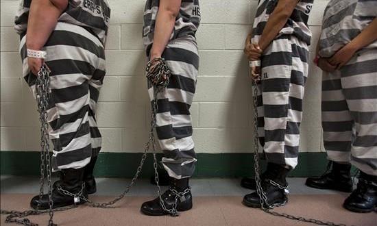 Tres latinos pasaron tres décadas en la cárcel antes de ser exonerados Un tribunal en Nueva York revocó hoy las sentencias contra tres latinos que hace tres décadas fueron condenados por haber incendiado un edifico en 1981, suceso en el que murieron seis personas.