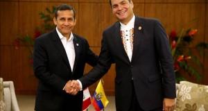 Humala y Correa se reunirán el viernes y presidirán el IX gabinete binacional Fotografía cedida por Presidencia de Perú de los mandatarios de Ecuador, Rafael Correa (d), y de Perú, Ollanta Humala (i).