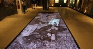 Perú inaugura el Lugar de la Memoria para recordar a las víctimas de la violencia interna Vista de una de las salas que muestran fotografias de la época del conflicto social en el Perú, anoche durante la inauguración de El Lugar de la Memoria, la Tolerancia y la Inclusión Social (LUM), en Lima (Perú).