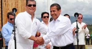 Perú y Ecuador fortalecen su cooperación bilateral e integración fronteriza El presidentes de Perú, Ollanta Humala (d) saluda al presidente de Ecuador, Rafael Correa (i), a su llegada al aeropuerto de Jaén (Perú) este 18 de diciembre de 2015.