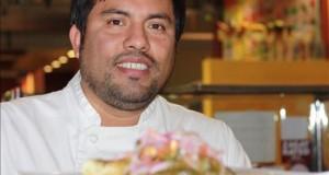 Chef peruano se mantiene como embajador culinario de su país en Los Ángeles Con más de 15 años dedicado a crear platillos de alta cocina para los amantes de la buena mesa, el chef peruano Ricardo Zárate posiciona la cocina de su país.