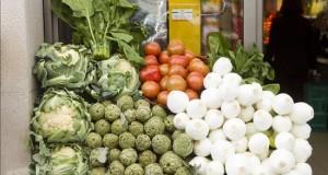 """La comida """"fea"""" también sienta bien A menudo despreciadas por tener un aspecto que no va acorde con los """"cánones de belleza"""" impuestos por la industria, las frutas y verduras """"feas"""" se han vuelto un objeto atractivo para quienes luchan contra el desperdicio de alimentos."""