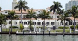 Capitales de Latinoamérica empujan el mercado inmobiliario comercial en Miami Vista de una zona de mansiones en Miami, Florida (EE.UU).