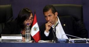 El Congreso pide motivos a Humala por no promulgar el tratado de extradición con Francia Imagen de archivo de la ministra de Relaciones Exteriores de Perú, Ana María Sánchez (i) y el presidente de Perú, Ollanta Humala (d).