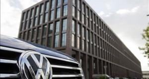 El Gobierno demanda a Volkswagen por delitos medioambientales Volkswagen ha admitido el trucaje de algunos modelos de sus vehículos para ocultar el nivel de sus emisiones contaminantes en los controles oficiales.