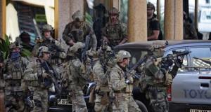 Al menos 23 muertos de 18 nacionalidades en el ataque al hotel de Burkina Fuerzas francesas ocupan posiciones frente al Hotel Splendid de Uagadugú, en Burkina Faso hoy.