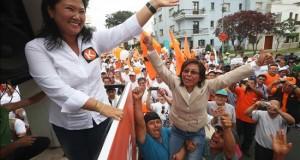 Keiko Fujimori se declara en contra del matrimonio homosexual Fotografía tomada el pasado 10 de enero en la que se registró a la líder del partido Fuerza Popular, Keiko Fujimori, al saludar a su llegada a la sede del Jurado Electoral Especial en Lima (Perú).