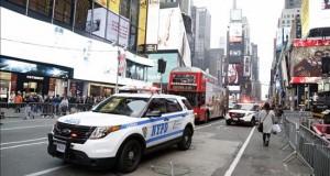 """Golpean a un hombre en Nueva York al grito de """"¡ISIS! ¡ISIS!"""" Un hombre vestido con un atuendo típico del sur de Asia fue atacado este sábado en Nueva York por otras dos personas al grito de """"¡ISIS! ¡ISIS!, informó hoy The New York Times."""