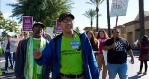Mayoría de hispanos LGTB en california recibe un salario inferior  Trabajadores de las tiendas Walmart aprovecharon el día con más compradores en el año para protestar exigiendo un aumento de salario.