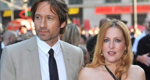 """The X-Files"", todavía quedan casos misteriosos por resolver Los actores estadounidenses, Gillian Anderson (d) y David Duchovny."