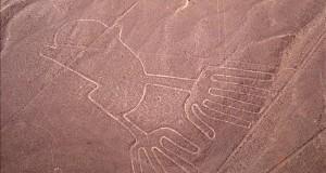"""Perú usará imágenes de la NASA para conservar las líneas de Nazca y de Palpa Fotografía de archivo sin fecha cedida por la entidad Promperú, de la figura """"las manos"""", uno de los cinco geoglifos de las famosas """"Líneas de Nazca""""."""