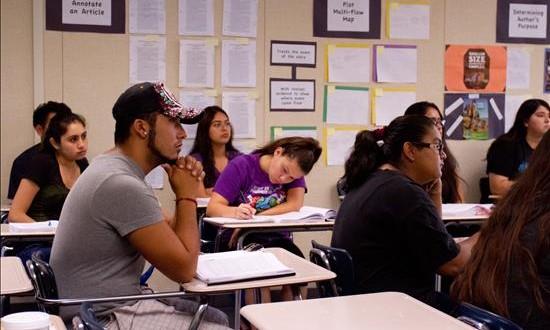 Dan primeros pasos para construir primera universidad binacional del mundo El sur de California da los primeros pasos para albergar la primera universidad binacional del mundo, como parte de un proyecto que busca crear un nuevo modelo para la educación superior en la frontera entre México y Estados Unidos.