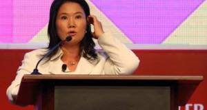 """Keiko Fujimori promete no repetir los """"errores y delitos"""" del Gobierno de su padre La candidata a la Presidencia de Perú por el partido Fuerza Popular, Keiko Fujimori, participa hoy, martes 2 de febrero de 2016, en la sexta Conferencia Anticorrupción Internacional de la Contraloría General de Perú en Lima (Perú)."""