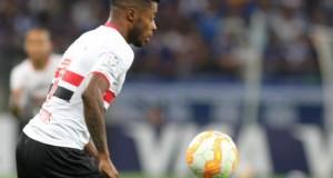 1-1. Sao Paulo saca un empate ante César Vallejo gracias a un gol del debutante Calleri En la imagen, el jugador del Sao Paulo Michel Bastos. EFE/Archivo