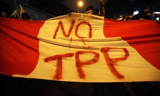 Unos 1.500 jóvenes marcharon en Lima contra la firma del TPP Manifestantes durante una protestacontra el Acuerdo Transpacífico de Cooperación Económica (TPP) en Lima (Perú).