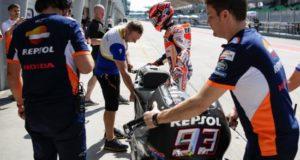 El piloto español de MotoGP Marc Marquez, de Repsol Honda, participa este miércoles, en una sesión de prueba de pretemporada en el Circuito Internacional de Sepang, a las afueras de Kuala Lumpur (Malasia). EFE