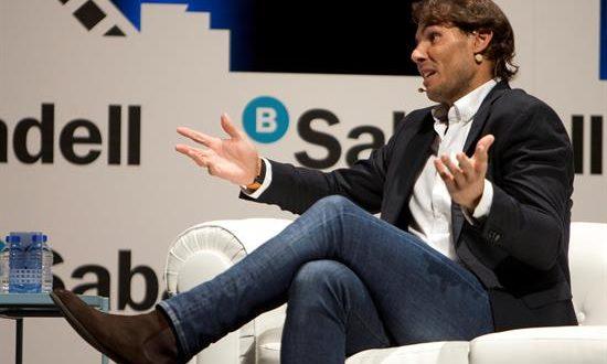 El tenista Rafa Nadal protagoniza un encuentro en Vigo dentro de la iniciativa 'Diálogos de futuro' de Banco Sabadell. EFE