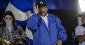 El Gobierno del presidente Daniel Ortega (imagen) echó mano de medidas económicas, siempre impopulares, para intentar recomponer la economía que, según el sector privado, provocará cierre de empresas, más desempleo, mayor informalidad en el mercado laboral, crecimiento del déficit fiscal, y aumento de la pobreza. EFE/Archivo