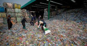 """Los diputados del partido de derecha presentaron una propuesta para reformar la Ley General de Educación en su artículo 47 para enseñar en las escuelas """"la gestión integral de los residuos y el fomento del reciclaje"""". EFE/Archivo"""