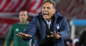 En la imagen un registro del entrenador argentino de fútbol Miguel Ángel Russo, al dirigir al club colombiano Millonarios de Bogotá. EFE