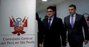 Los fiscales del equipo especial de la Lava Jato en Perú, Rafael Vela y José Domingo Pérez, firmaron este viernes en Brasil un acuerdo de colaboración con la constructora brasileña Odebrecht, que se comprometió a pagar 610 millones de soles (unos 182 millones de dólares) al erario de ese país.