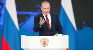 El presidente ruso, Vladimir Putin, presenta su informe anual sobre el estado de la nación, este miércoles, ante el Parlamento en pleno en Moscú (Rusia). EFE