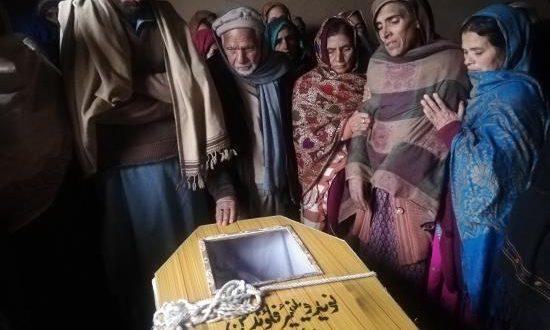 Funeral por una de las víctimas paquistaníes de un enfrentamiento en la Línea de Control (LoC, frontera de facto) en el disputado territorio de Cachemira, un día después de la liberación del piloto indio capturado por Pakistán.EFE