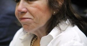 Así lo confirmó a la salida de sendos interrogatorios la veterana política, ex candidata presidencial en 2006 y a la alcaldía de Lima en 2010, quien el pasado febrero se vio implicada en el escándalo Odebrecht en Perú luego de que exdirectivos de la empresa confirmaran que habían financiado sus campañas. EFE/Archivo
