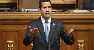 """El Parlamento, que controla la oposición, autorizó este lunes al jefe del órgano, Juan Guaidó, reconocido como presidente encargado de Venezuela por una cincuentena de países, a declarar un """"estado de alarma nacional"""" debido a la """"calamidad"""" que atraviesa el país por el corte eléctrico que ya suma 4 días."""