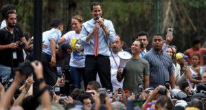 """El jefe del Parlamento, Juan Guaidó, reconocido como presidente encargado de Venezuela por una cincuentena de países, dijo este martes que """"muy pronto"""" reclamará la oficina que necesita para """"trabajar"""" en el palacio presidencial de Miraflores, la sede del Ejecutivo"""