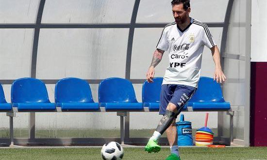 El equipo capitaneado por Lionel Messi (en la imagen) tendrá su primer entrenamiento el lunes 18 a las 17.30 de España (16.30 GMT). EFE/Archivo
