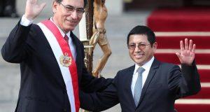 En la imagen, el presidente de Perú, Martín Vizcarra, posa junto a Edmer Trujillo Mori, su ministro de Transportes y Comunicaciones. EFE/Archivo