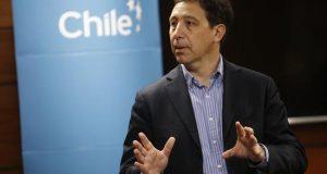 El doctor chileno Alexis Kalergis, de la Universidad Católica de Chile, habla hoy, jueves durante una presentación de la vacuna desarrollada para combatir la infección ocasionada por el virus sincicial, en Santiago (Chile). EFE