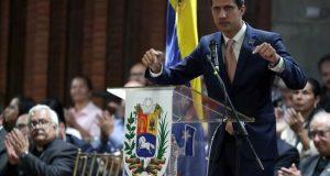 """El jefe del Parlamento, Juan Guaidó, reconocido como presidente interino de Venezuela por más de cincuenta países, dijo este lunes que tiene un plan para resolver la crisis eléctrica del país y acusó al Gobierno de Nicolás Maduro de aplicar """"terrorismo de Estado"""" en las protestas por agua y luz."""