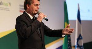 El presidente de Brasil, Jair Bolsonaro, da un discurso mientras participa en un foro con empresarios brasileños e israelíes este martes en Jerusalén, en el ámbito de su visita oficial de cuatro días de duración a Israel. EFE
