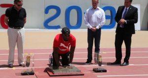 El plusmarquista jamaiquino Usain Bolt estampó este miércoles las huellas de sus manos en el estadio de atletismo donde este año se celebrarán los Juegos Panamericanos de Lima 2019.