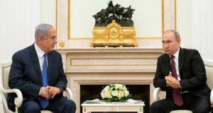 El presidente ruso, Vladímir Putin (d), se reúne con el primer ministro israelí, Benjamin Netanyahu (i), este jueves en el Kremlin de Moscú (Rusia). EFE