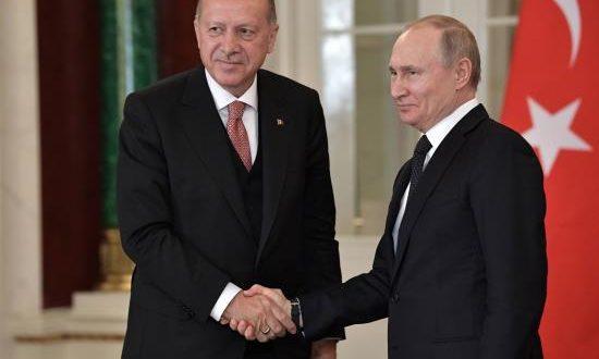 El presidente turco, Recep Tayyip Erdogan (i), y su homólogo ruso, Vladímir Putin (d), ofrecen una rueda de prensa tras una reunión de alto nivel celebrada este lunes en el Kremlin, en Moscú (Rusia). EFE/ALEXEY NIKOLSKY