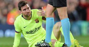 Lionel Messi del Barcelona reacciona tras recibir un golpe durante el partido de ida por los cuartos de final de la Liga de Campeones de la UEFA entre el Manchester United y el FC Barcelona este miércoles, en el estadio Old Trafford de la ciudad de Manchester (Reino Unido). EFE