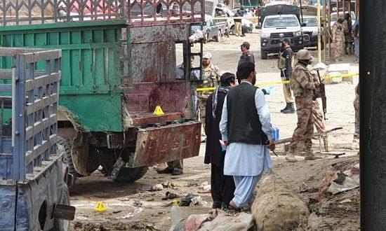 Al menos 20 personas murieron, casi la mitad de ellas pertenecientes a la minoría chií hazara, y 40 resultaron heridas por la explosión hoy de una bomba oculta en un saco de patatas en un mercado en el oeste de Pakistán.