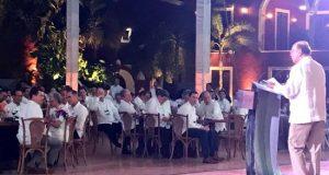 """Durante la cena en Mérida, Ross dijo que espera """"con interés"""" conversar con las autoridades y empresas mexicanas sobre el Tratado entre México, Estados Unidos y Canadá (T-MEC), el renovado tratado de libre comercio entre México, Estados Unidos y Canadá que está pendiente de ratificar en los tres parlamentos. EFE/MÁXIMA CALIDAD DISPONIBLE"""