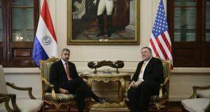 El presidente de Paraguay, Mario Abdo Benitez (i), recibe a el secretario de Estado de EE.UU., Michael Pompeo (d), en el despacho en la sede del Palacio de Gobierno en Asunción (Paraguay). EFE