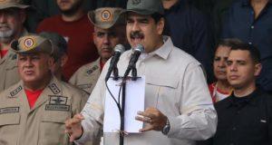 El gobernante venezolano, Nicolás Maduro, mostró músculo este sábado al congregar en Caracas a miles de simpatizantes, incluidos cientos de milicianos y miembros de la Fuerza Armada, en medio de la crisis política que atraviesa el país por las persistentes dudas sobre la legitimidad de su nuevo mandato.
