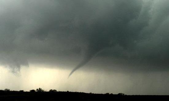 Las autoridades mantenían la alerta sobre tormentas y posibles tornados en parte de Florida, Alabama y Tennessee, a medida que el sistema de tormentas se iba desplazando hacia el este. EFE/Archivo