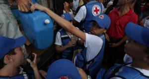 El Gobierno de Nicolás Maduro, la oposición y los venezolanos cantaron victoria este martes tras el ingreso del primer lote de ayuda humanitaria que ya se reparte entre los sectores más desfavorecidos de Caracas, la otrora bulliciosa capital de la nación petrolera.
