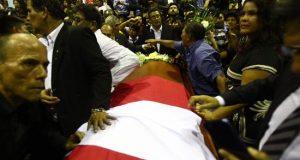 Políticos de diversos partidos, legisladores y cerca de un millar de seguidores del expresidente peruano Alan García acudieron este miércoles a su velatorio en la sede del Partido Aprista Peruano (PAP) en Lima para despedir al dos veces gobernante del país suramericano.
