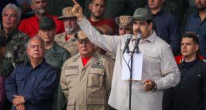 El presidente de Venezuela, Nicolás Maduro (frente), habla durante un acto de Gobierno en Caracas (Venezuela). EFE/Archivo