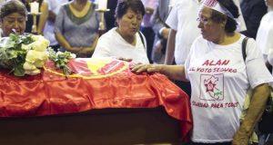 Sobrecogidos por la tragedia, sobrios y respetuosos ante la familia y los simpatizantes y moderados en las críticas a su figura, que advirtieron será mejor juzgada por la historia, los medios peruanos abrieron este jueves monopolizados por la muerte del expresidente Alan García.